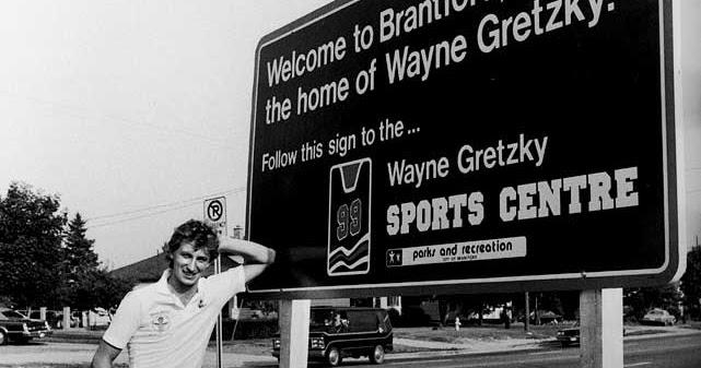 wayne-gretzky-brantford-sign